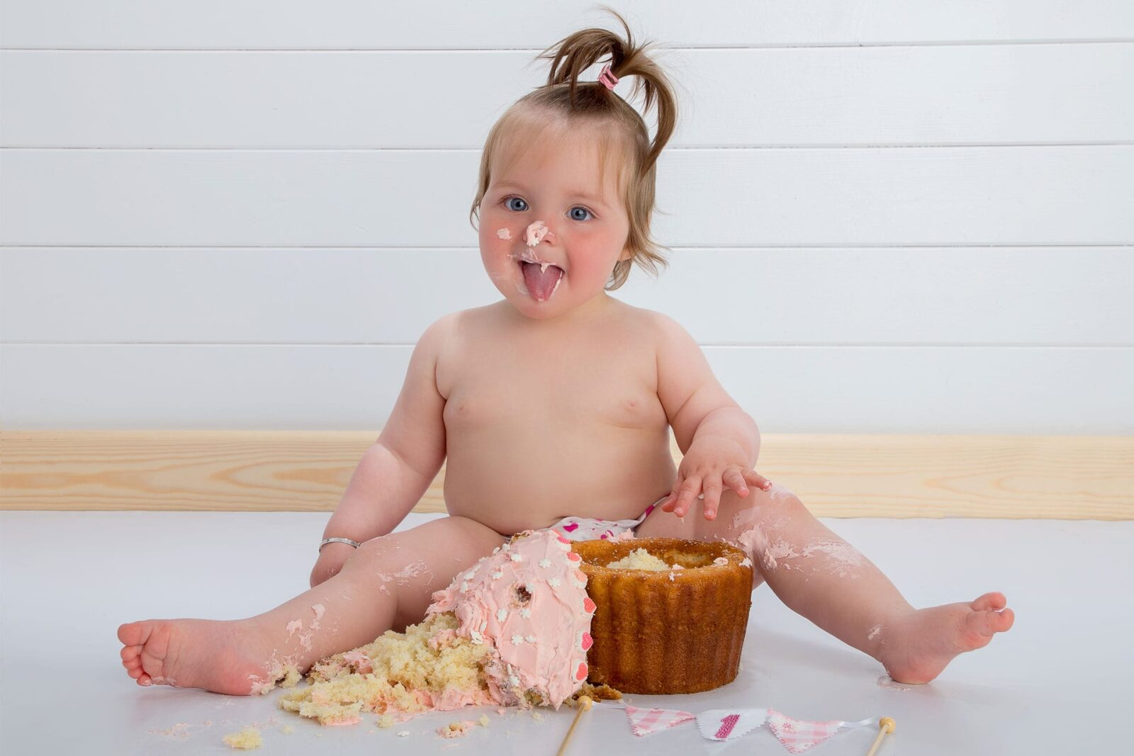 Cake_Smash_4_Zoom_Photography_Studio
